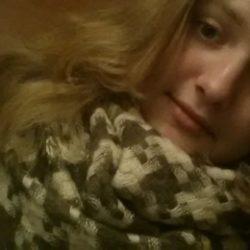 Пара пригласит послушную девушку в Швецию